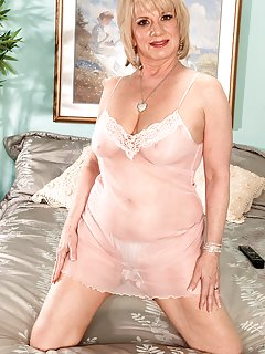 Sexy Granny Milf Pictures